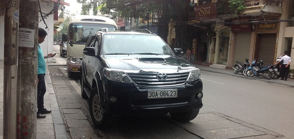 7seat car for North Vietnam travel packages