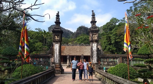 Mr. Vinod family on  their   Laos  Vietnam  Tour 2019, 2020 with us