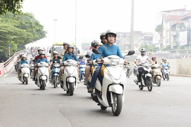 Hanoi motorbike tour on 17day Vietnam Cambodia Thailand tour package