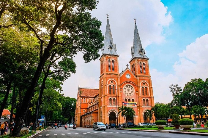 tour Saigon on your 13day  family holiday Vietnam