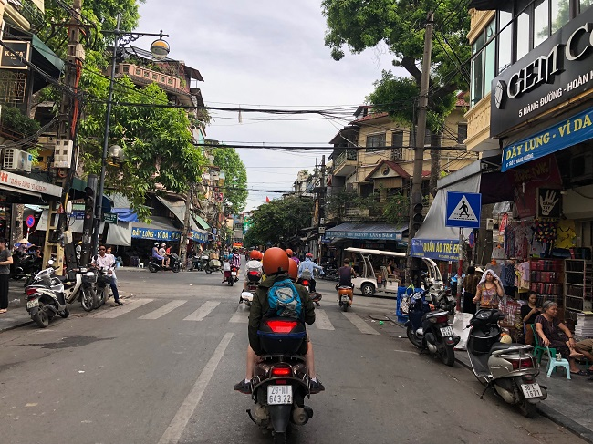 Amazing street food on 6day Hanoi tour package from Manila